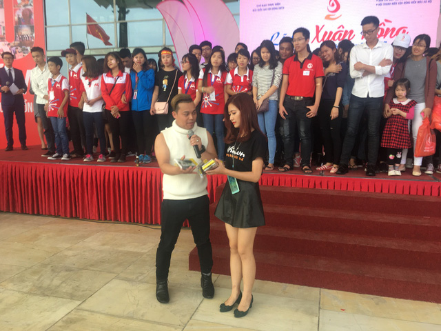 Lễ hội Xuân Hồng náo nhiệt vì Nguyễn Love - Kem Xôi TV - Ảnh 2.