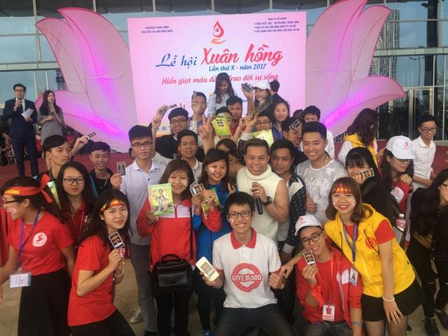 Lễ hội Xuân Hồng náo nhiệt vì Nguyễn Love - Kem Xôi TV - Ảnh 3.