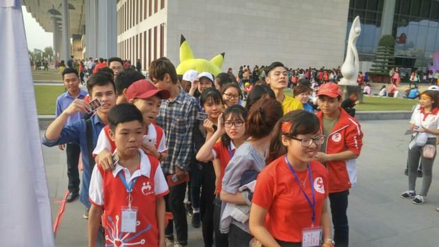 Lễ hội Xuân Hồng náo nhiệt vì Nguyễn Love - Kem Xôi TV - Ảnh 4.