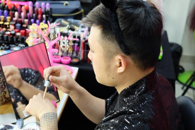 Make up thần thánh, chàng trai biến hình thành mỹ nữ - Ảnh 8.