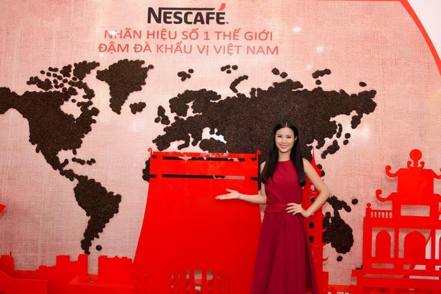Đông Nhi và sự xuất hiện bất ngờ tại Lễ hội cà phê - Ảnh 4.