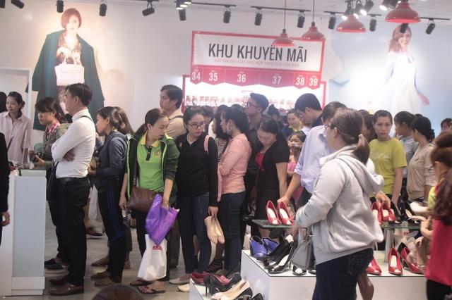 """Sau Biti's, thêm một thương hiệu giày Việt thách thức các """"ông lớn"""" quốc tế - Ảnh 1."""