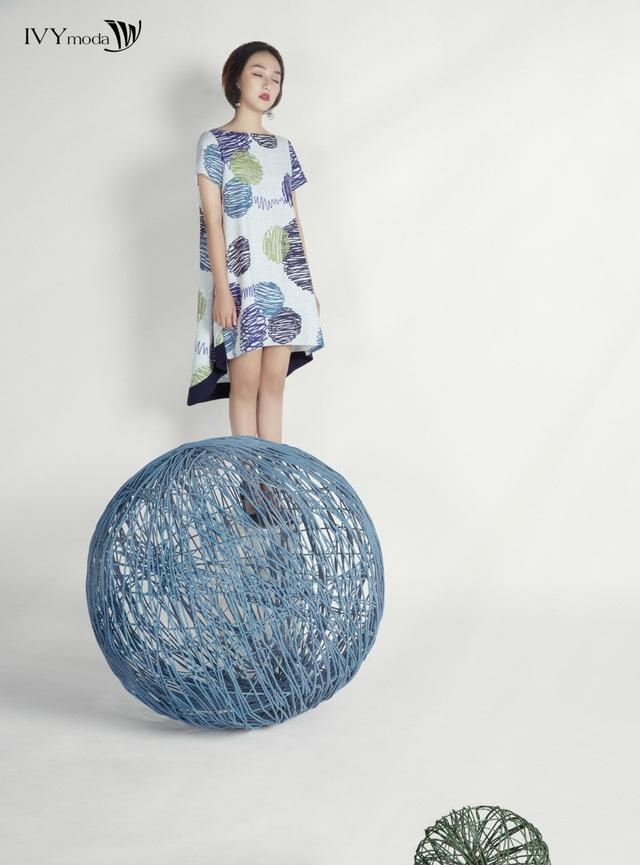 """Sắm ngay họa tiết trang phục """"hot"""" chào hè 2017 cùng Linh Khiếu - Ảnh 4."""