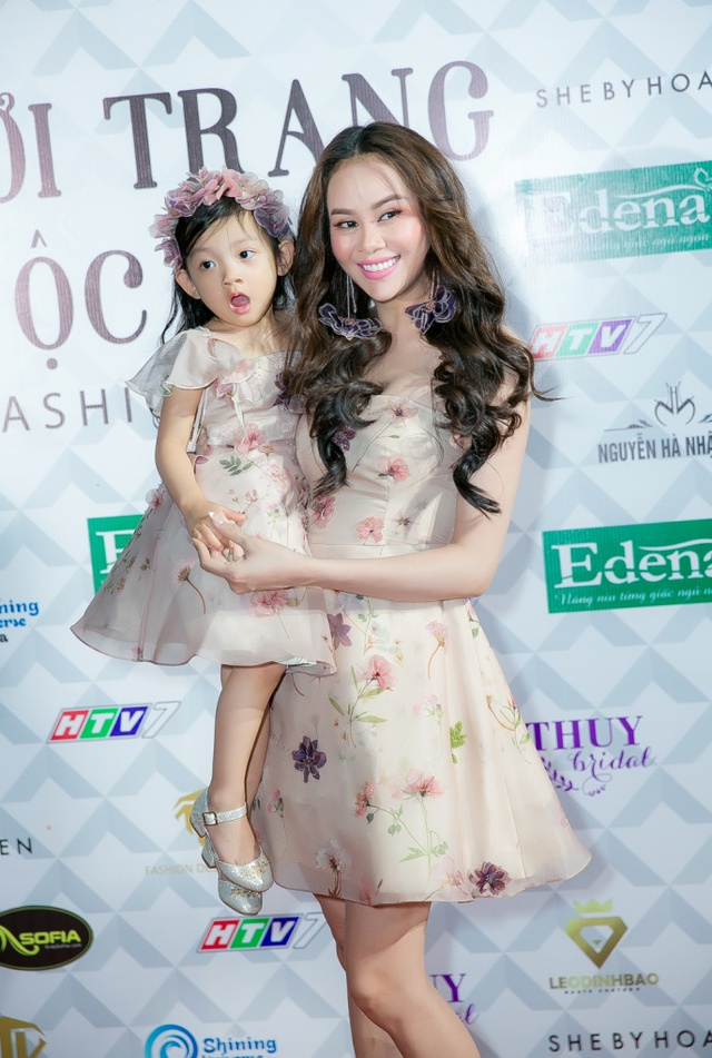 Hoa hậu Sella Trương, Lan Khuê xinh đẹp như hoa trên sàn catwalk - Ảnh 5.