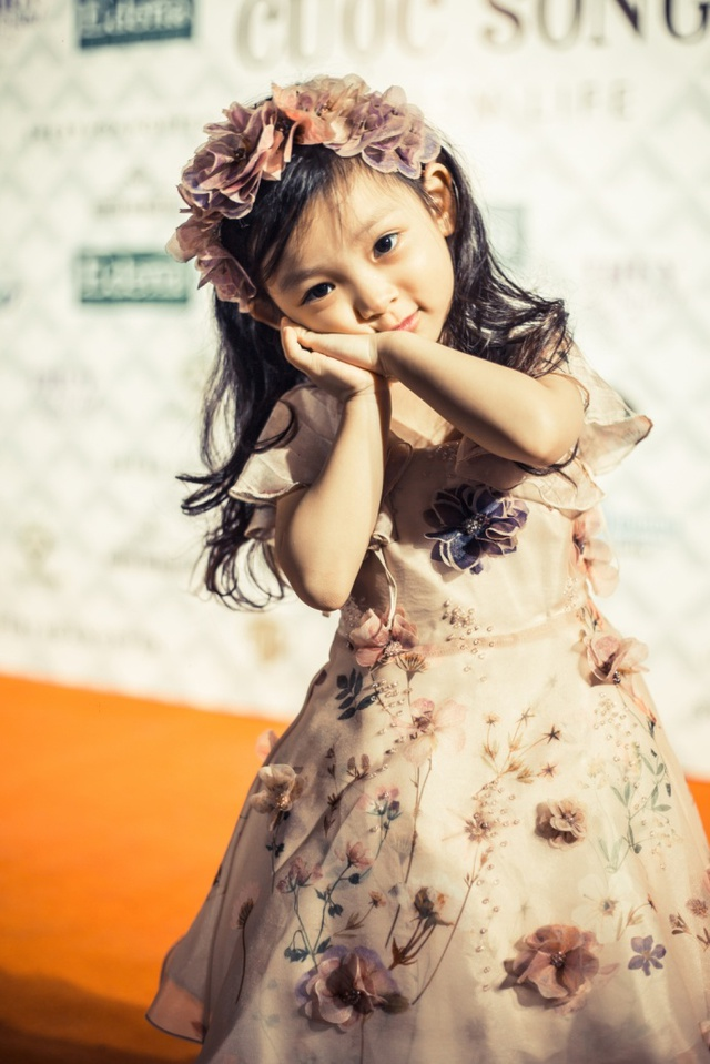 Hoa hậu Sella Trương, Lan Khuê xinh đẹp như hoa trên sàn catwalk - Ảnh 10.