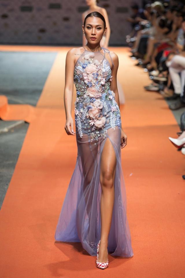 Hoa hậu Sella Trương, Lan Khuê xinh đẹp như hoa trên sàn catwalk - Ảnh 11.