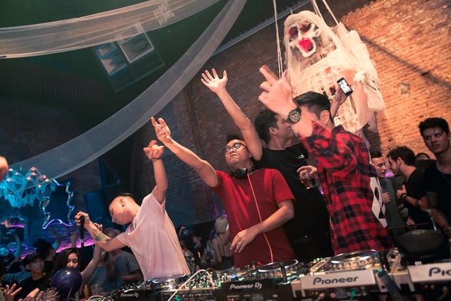 """Khán giả Hà Nội """"bùng nổ"""" trong đêm nhạc Brazillian Bass của 2 DJ đẳng cấp Bhaskar và Gabriel Boni - Ảnh 4."""