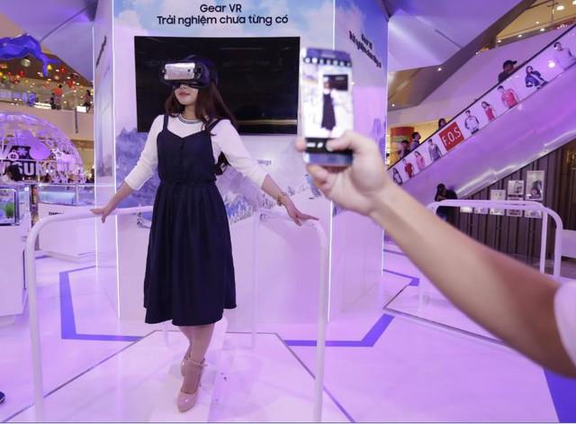 Cùng Samsung trải nghiệm trượt tuyết giữa không gian ảo đầu tiên tại Việt Nam - Ảnh 2.