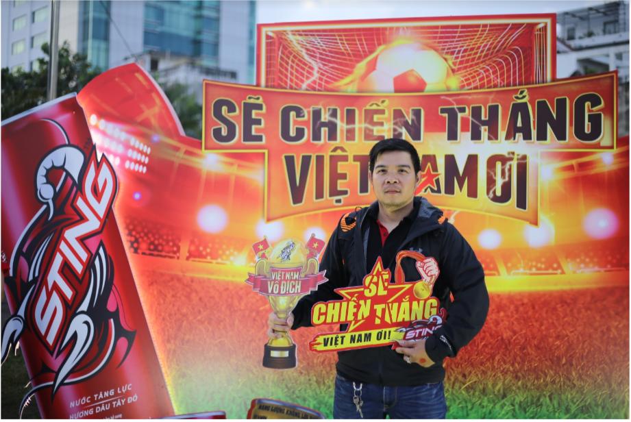 Hàng nghìn CĐV tại 2 đầu đất nước cùng nhau tạo triệu lượt phất cờ cho chiến thắng của đội tuyển Việt Nam - Ảnh 3.