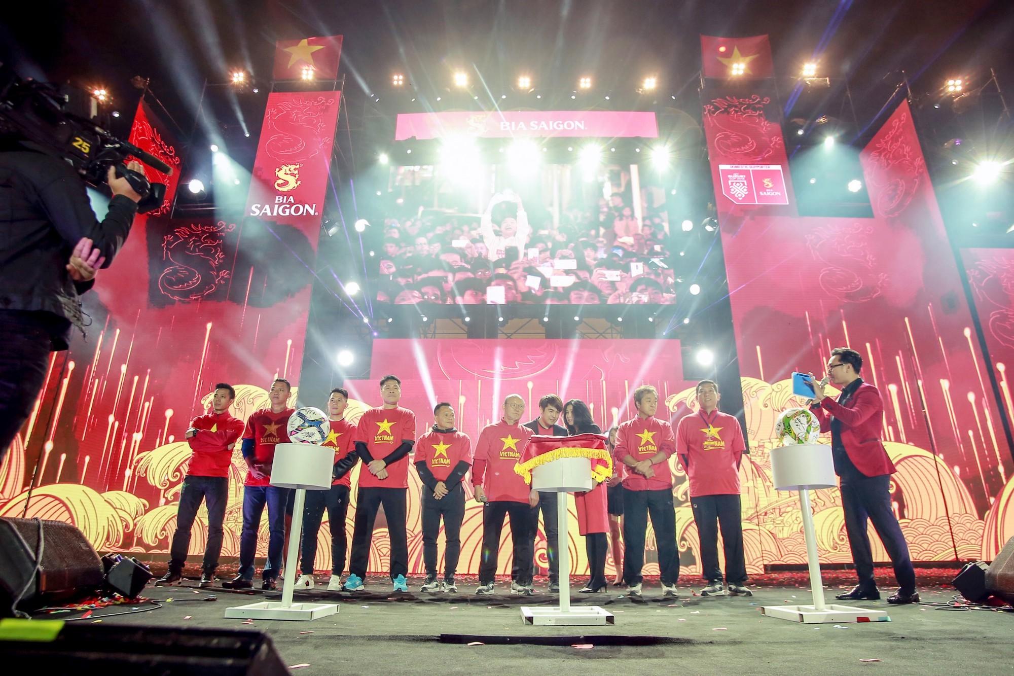 Sống trọn tình yêu bóng đá trong Đại nhạc hội Tự hào Việt Nam - Ảnh 4.