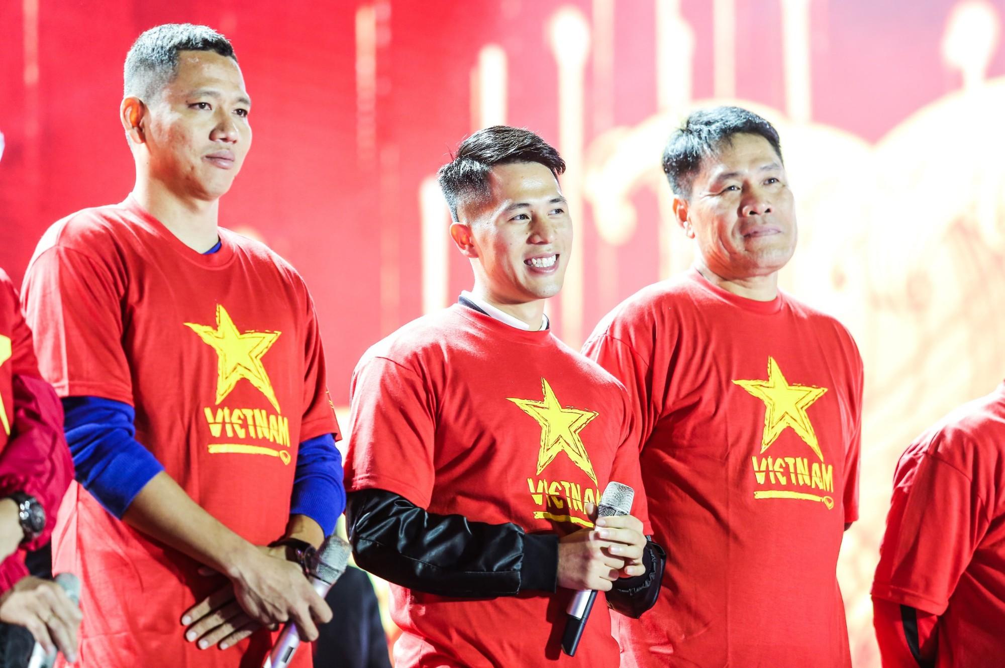 Sống trọn tình yêu bóng đá trong Đại nhạc hội Tự hào Việt Nam - Ảnh 5.