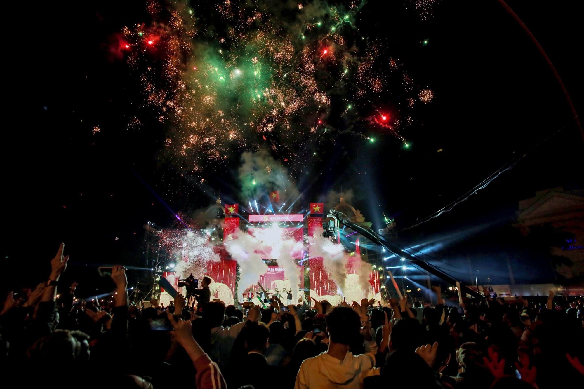 Sống trọn tình yêu bóng đá trong Đại nhạc hội Tự hào Việt Nam - Ảnh 6.