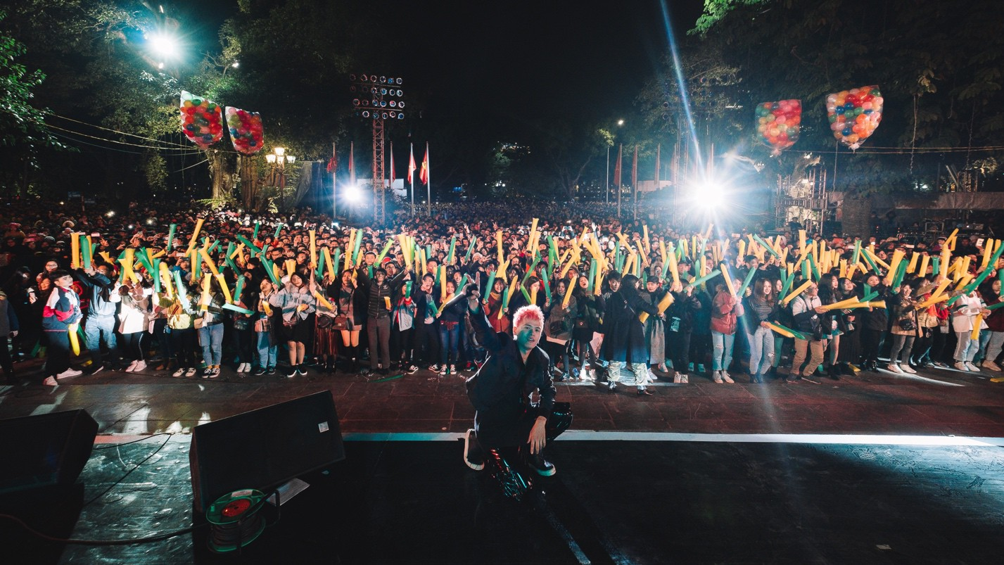 Get Looze mang nguồn năng lượng ngoài vũ trụ tới 20.000 khán giả Hà Nội trong đêm giao thừa - Ảnh 3.