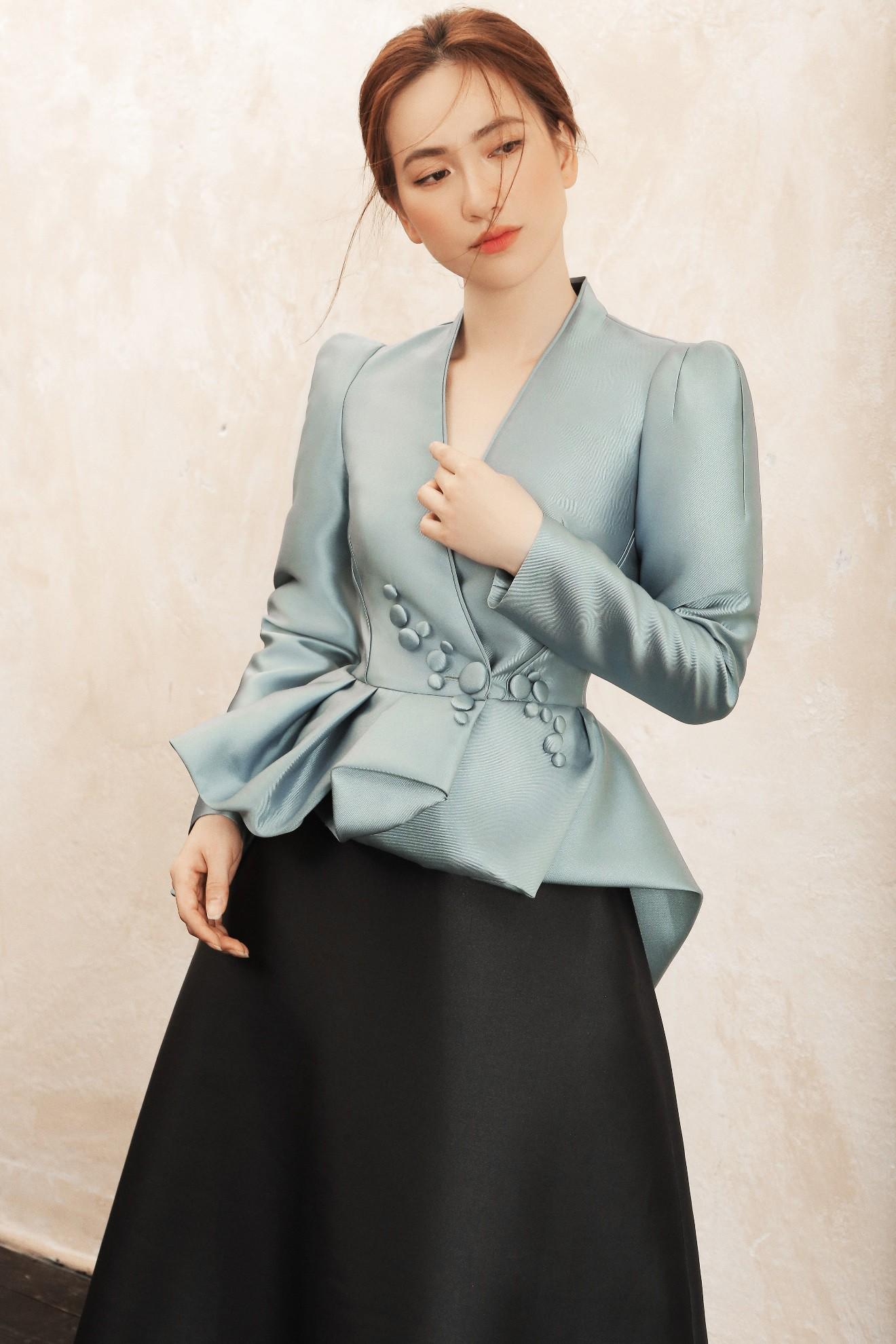 """Sau """"Chàng vợ của em"""", Phương Anh Đào đầy xinh đẹp, cuốn hút trong BST từng xuất hiện trên Vogue của PHUONG MY - Ảnh 3."""