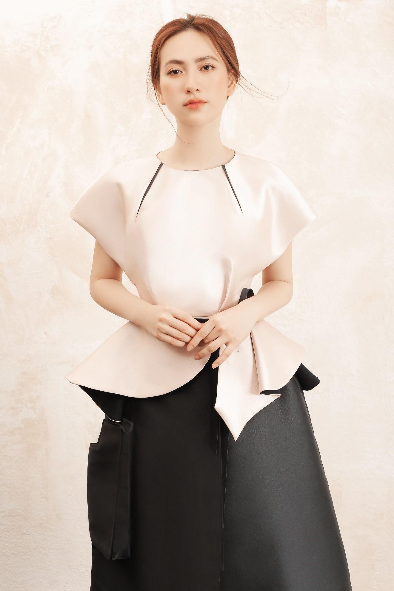 """Sau """"Chàng vợ của em"""", Phương Anh Đào đầy xinh đẹp, cuốn hút trong BST từng xuất hiện trên Vogue của PHUONG MY - Ảnh 1."""