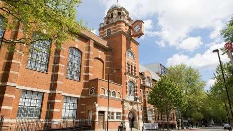 Cơ hội phát triển tại Anh với ngành kinh doanh, kinh tế - Ảnh 1.