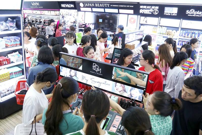 Hơn 500 nhãn hàng tài trợ 657 phần quà miễn phí trị giá 200 triệu mừng khai trương chi nhánh 6 của Hasaki - Ảnh 2.