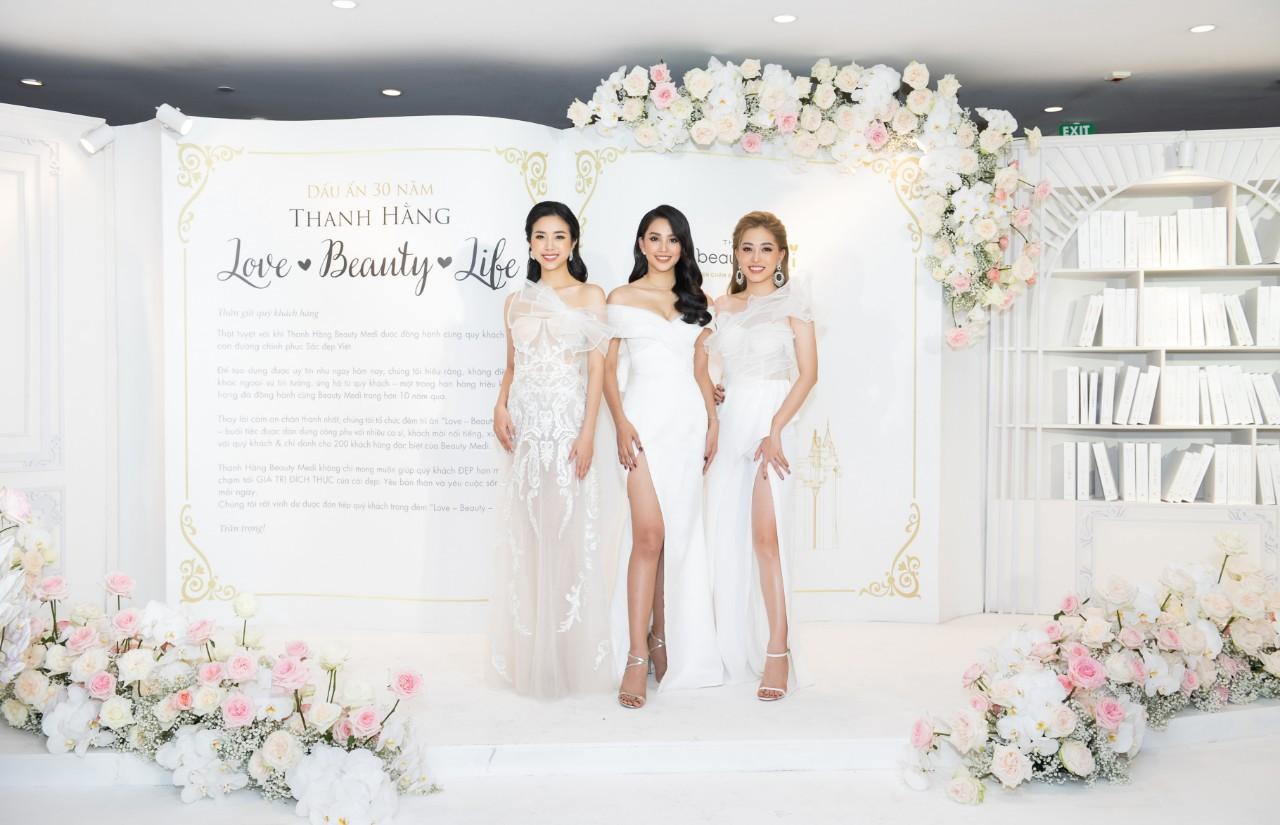 Đỗ Mỹ Linh, Tiểu Vy, Phương Nga hội ngộ cố vấn sắc đẹp Đặng Thanh Hằng - Ảnh 1.