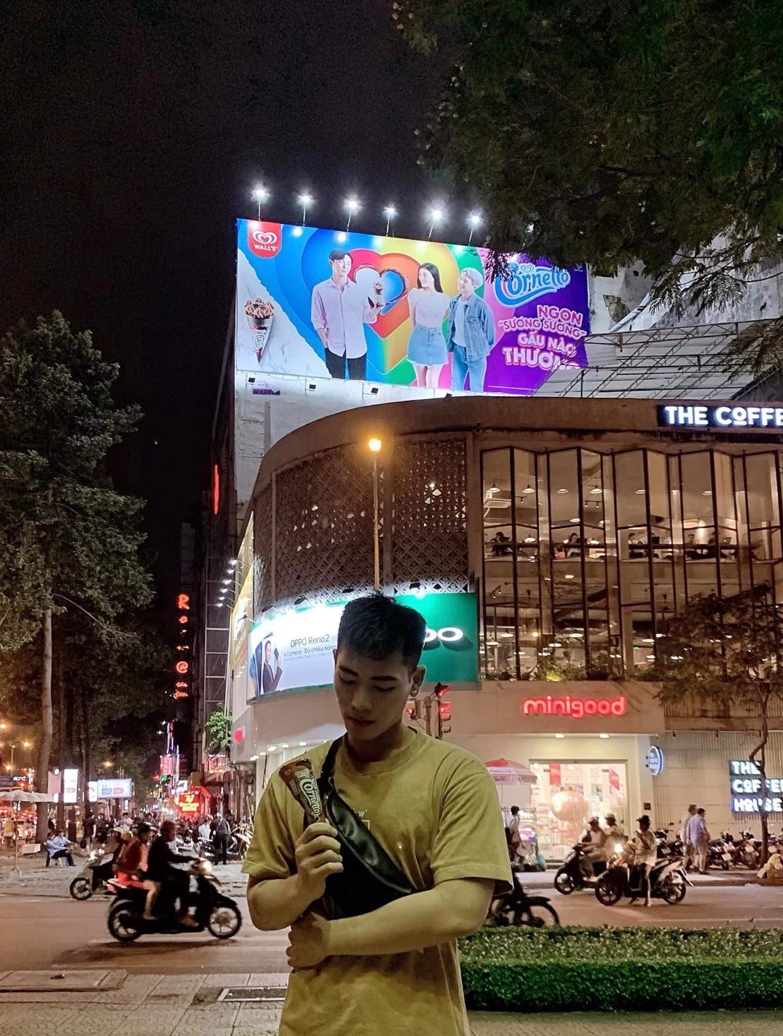 Điều gì khiến biển quảng cáo này trở thành nơi khiến giới trẻ Sài Gòn lẫn Hà Nội hào hứng tranh nhau check-in? - Ảnh 1.
