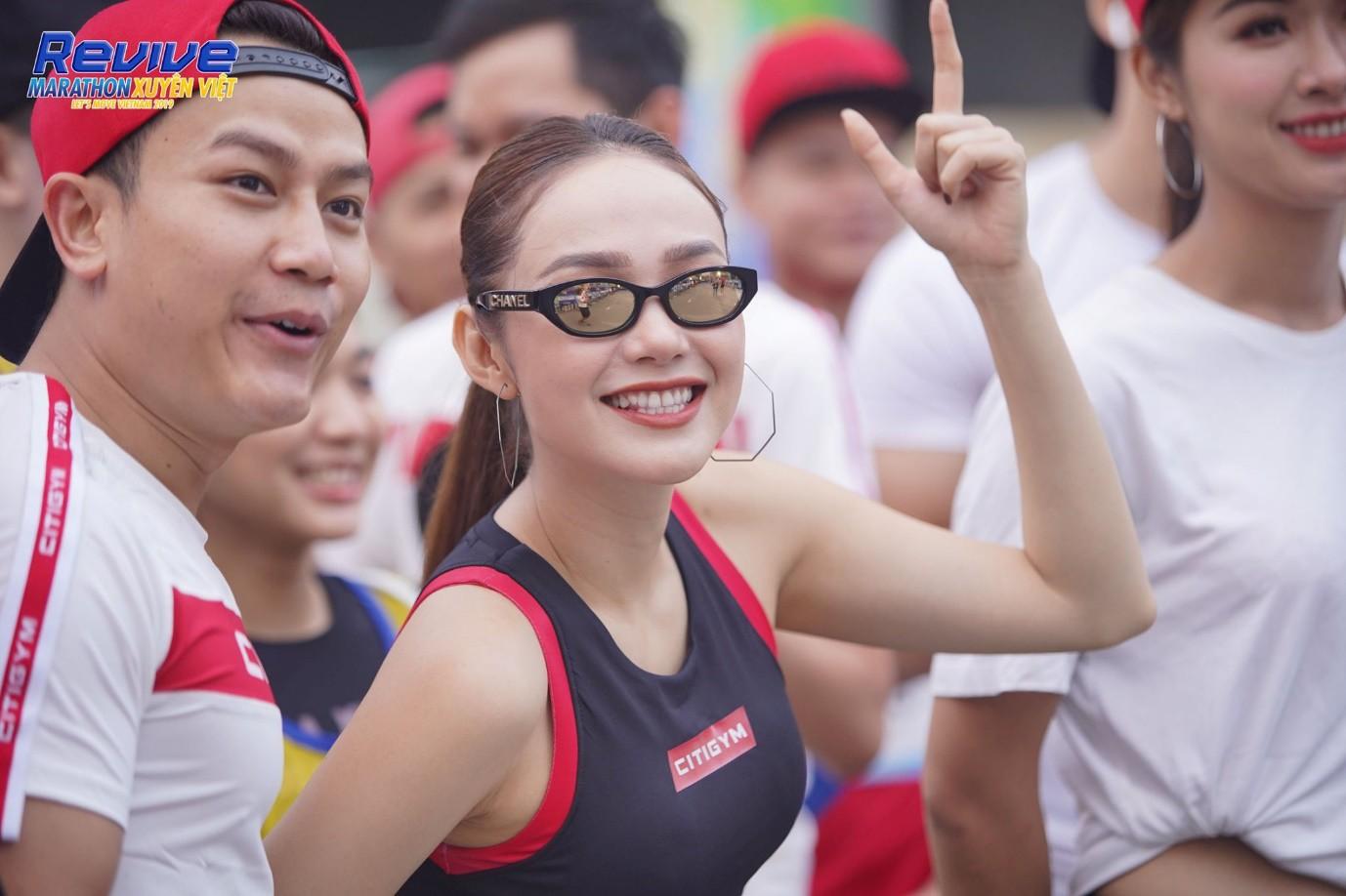 Minh Hằng, Mlee, Quốc Anh... thử sức mình trong giải Revive Marathon Xuyên Việt - Ảnh 3.