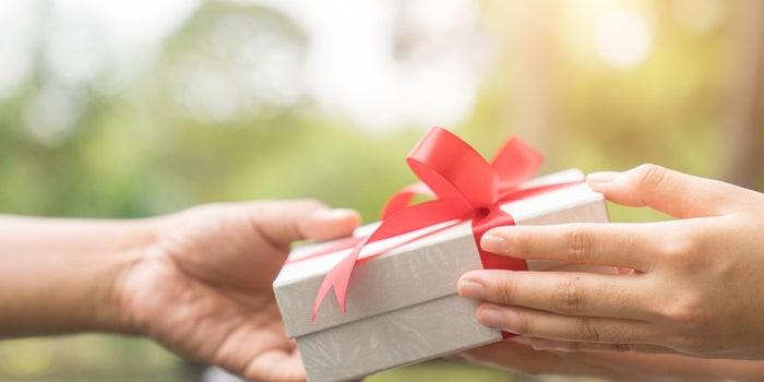 Chân kinh ngày 20/10: Quà đắt hay rẻ không quan trọng bằng tặng đúng quà! - Ảnh 1.