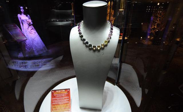 Hoa hậu Lương Thùy Linh rạng rỡ bên những bảo vật kỷ lục của DOJI - Ảnh 4.
