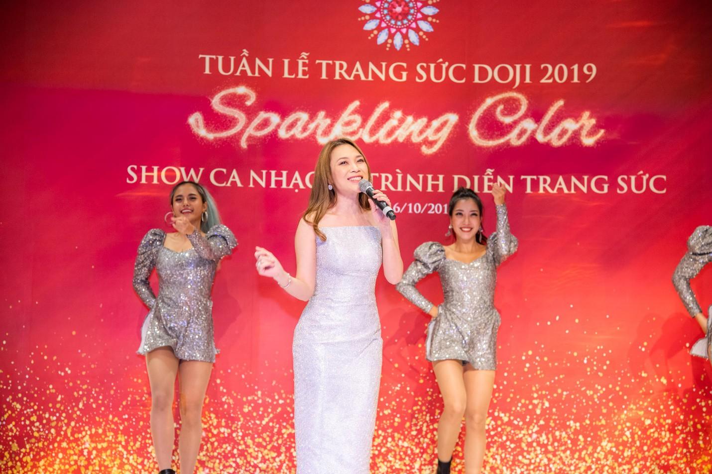 Hoa hậu Lương Thùy Linh rạng rỡ bên những bảo vật kỷ lục của DOJI - Ảnh 10.