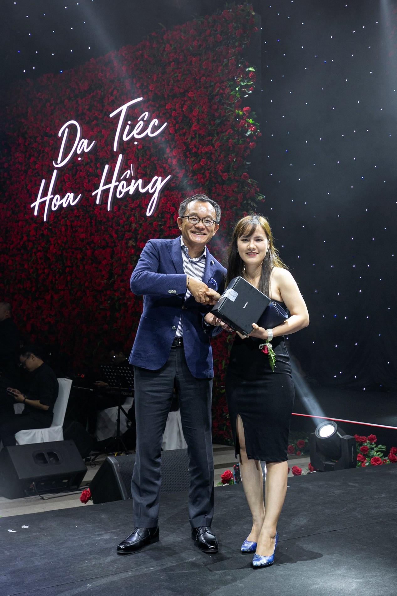 Ninh Dương Lan Ngọc cực kì quyến rũ check-in tại Dạ Tiệc Hoa Hồng sang chảnh - Ảnh 7.