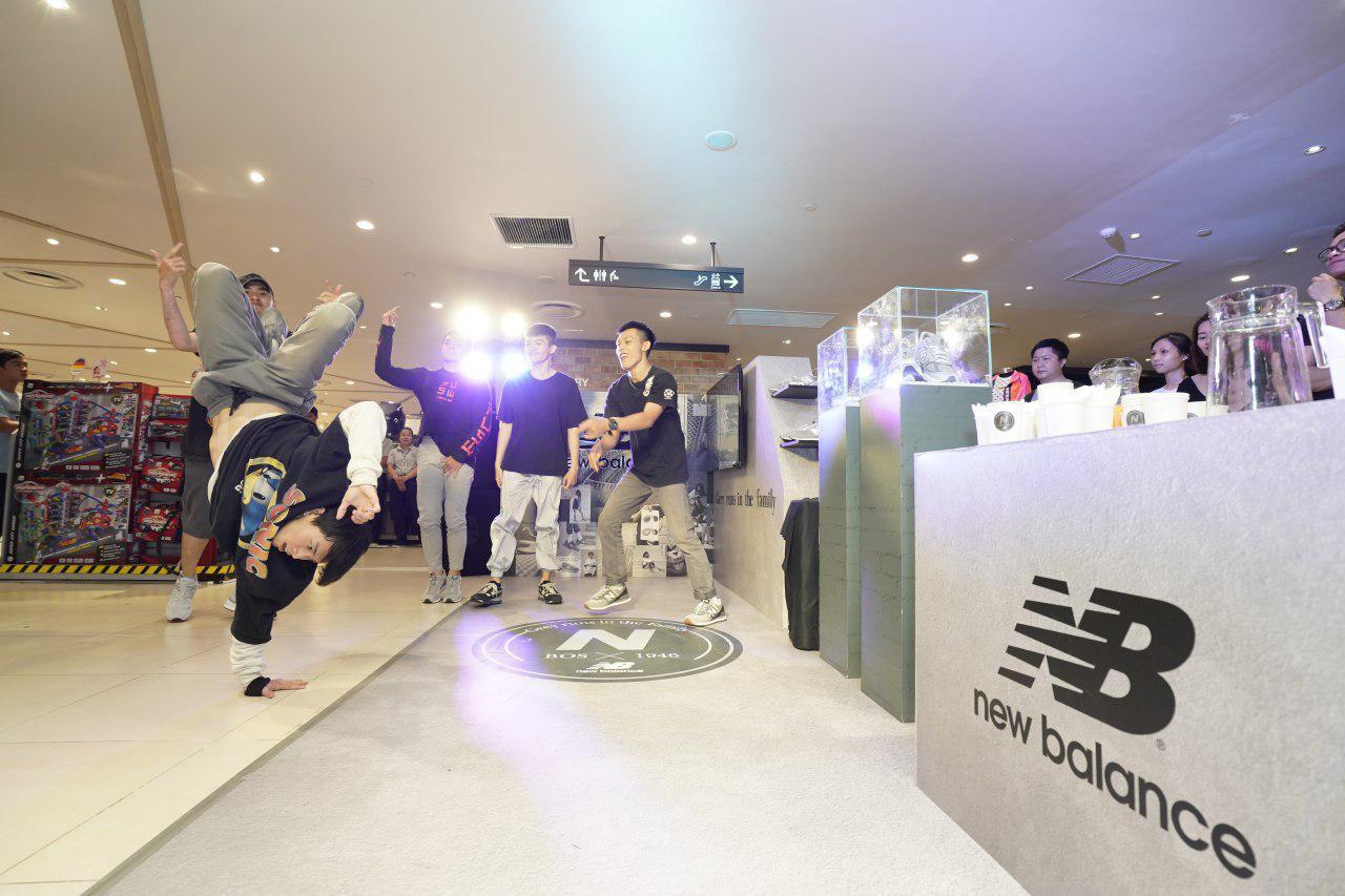 Giới trẻ Sài thành xếp hàng từ sớm, tận mắt chiêm ngưỡng những BST giày hot hit tại sự kiện Grey Day lớn nhất năm từ New Balance - Ảnh 11.