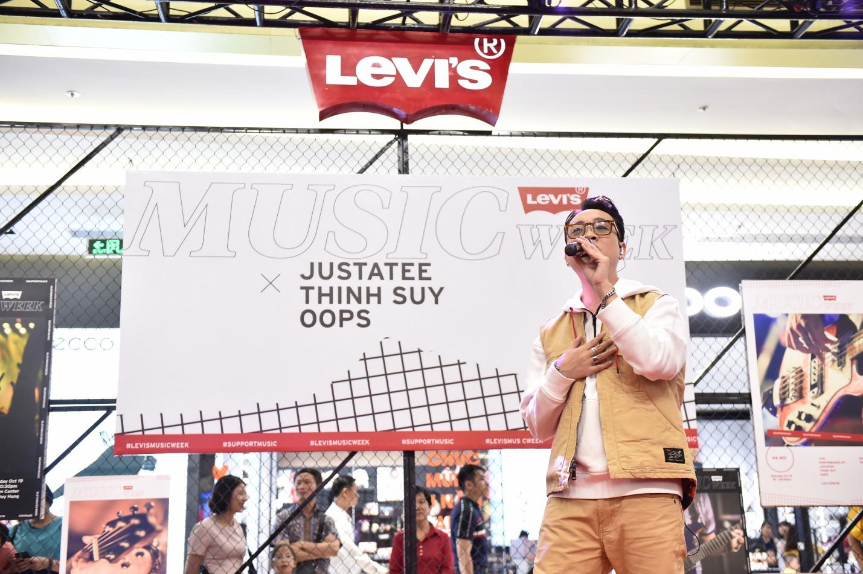 """Levi's Music Week: Biển người đổ về Vincom Trần Duy Hưng để """"Chill"""" cùng Thịnh Suy, JustaTee trong đêm nhạc đầu tiên - Ảnh 2."""