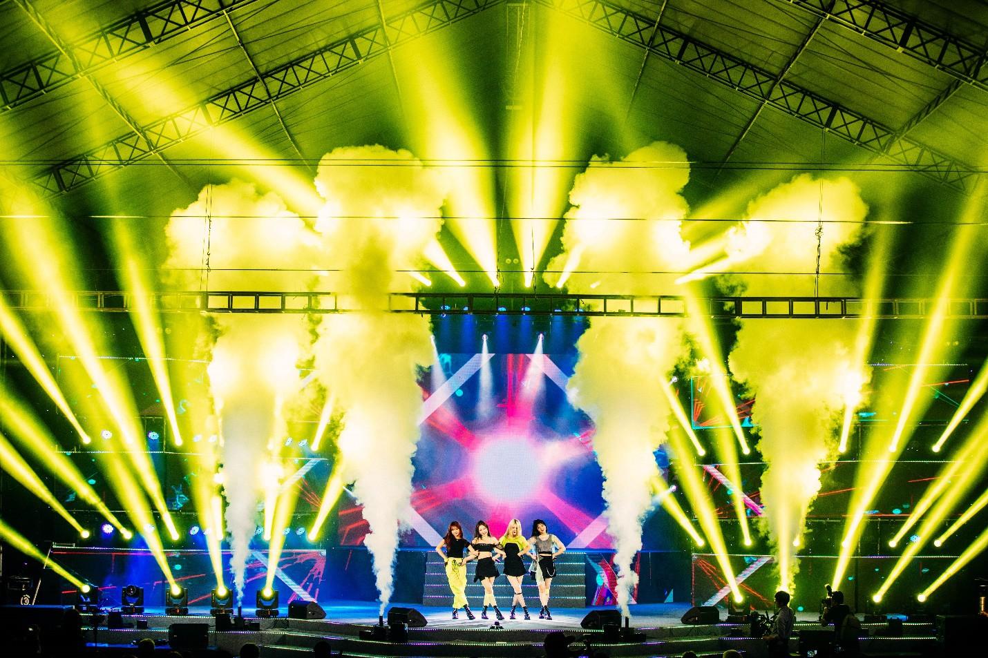 Dàn sao K-pop cháy hết mình với khán giả Việt cuối tuần qua - Ảnh 1.