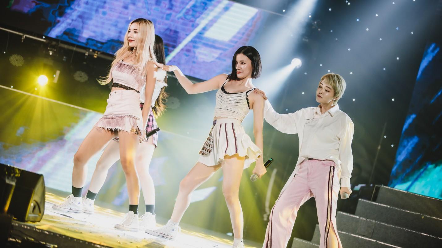 Dàn sao K-pop cháy hết mình với khán giả Việt cuối tuần qua - Ảnh 2.
