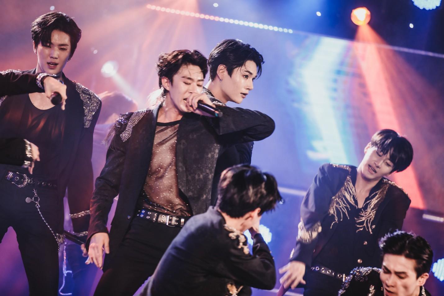 Dàn sao K-pop cháy hết mình với khán giả Việt cuối tuần qua - Ảnh 3.