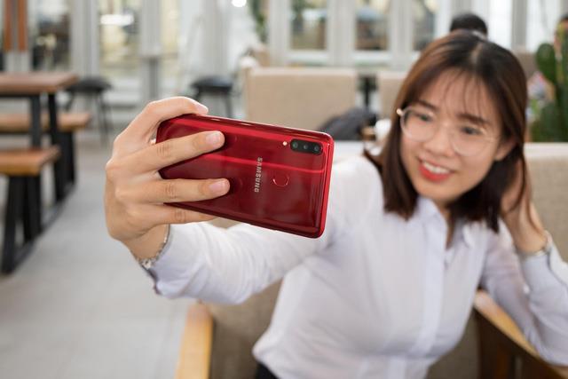 Chưa bao giờ nhu cầu có 3 camera sau trên smartphone tầm trung lại cao như bây giờ - Ảnh 2.