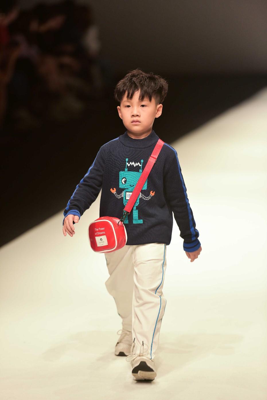 Học trò Xuân Lan tự tin sải bước tại Shanghai Fashion Week 2019 - Ảnh 2.