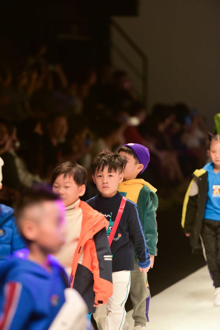 Học trò Xuân Lan tự tin sải bước tại Shanghai Fashion Week 2019 - Ảnh 3.