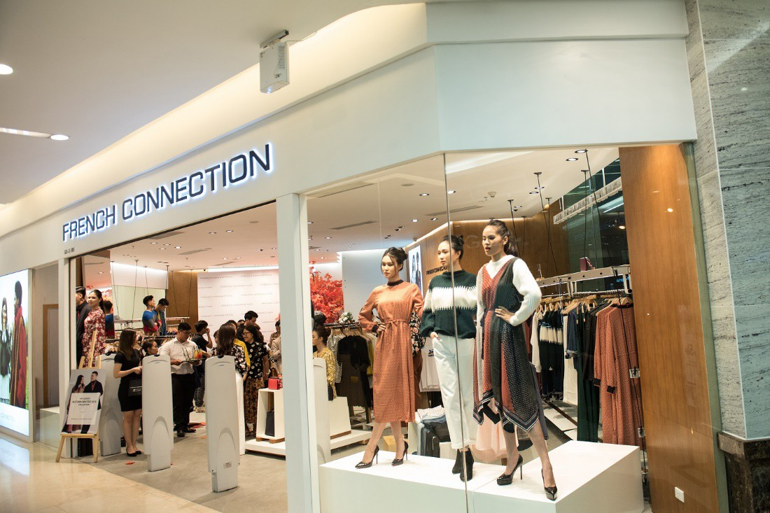 Á hậu Tú Anh ngẫu hứng phối đồ phong cách cho diễn viên Lương Thanh ngay tại sự kiện thời trang - Ảnh 10.