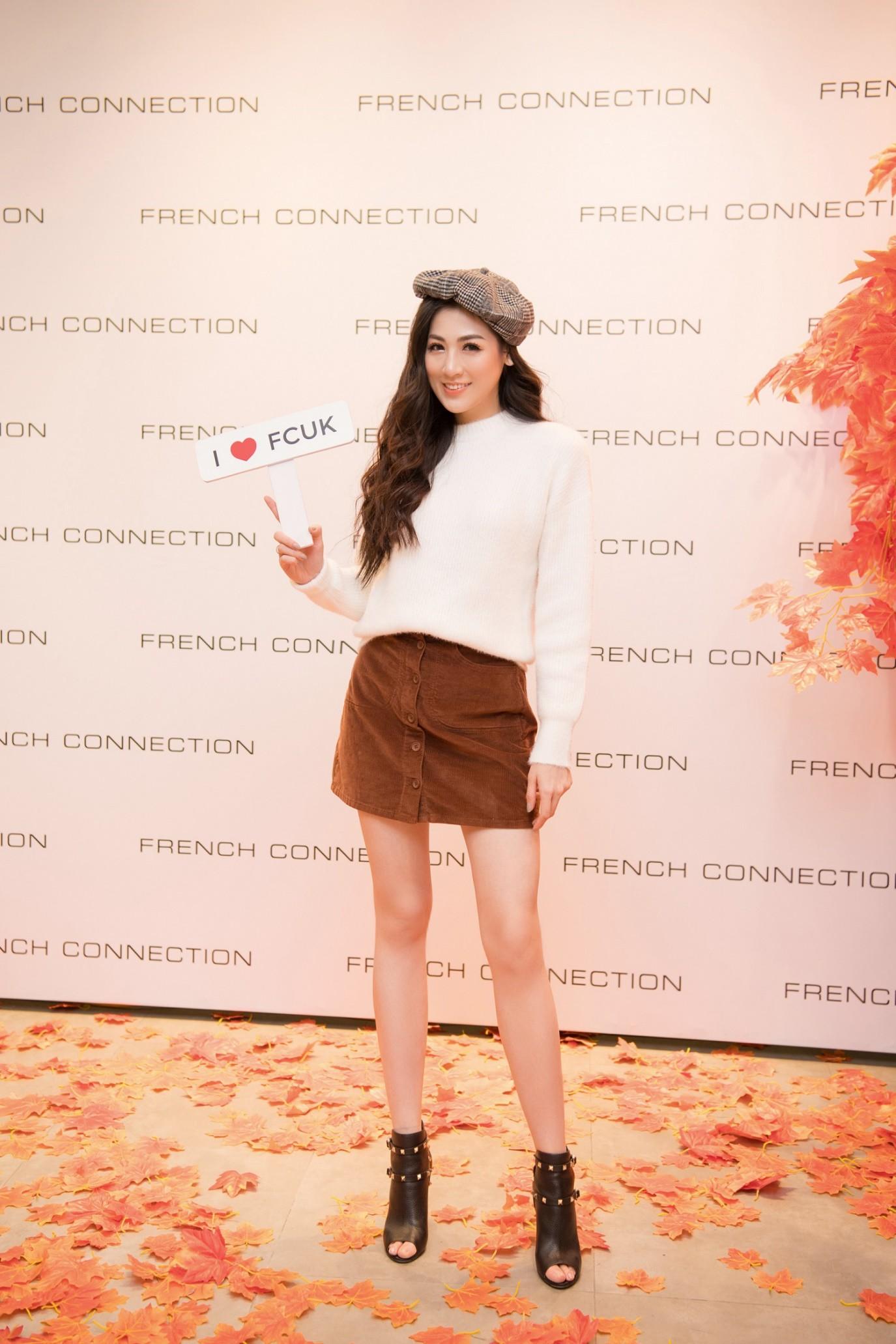 Á hậu Tú Anh ngẫu hứng phối đồ phong cách cho diễn viên Lương Thanh ngay tại sự kiện thời trang - Ảnh 4.
