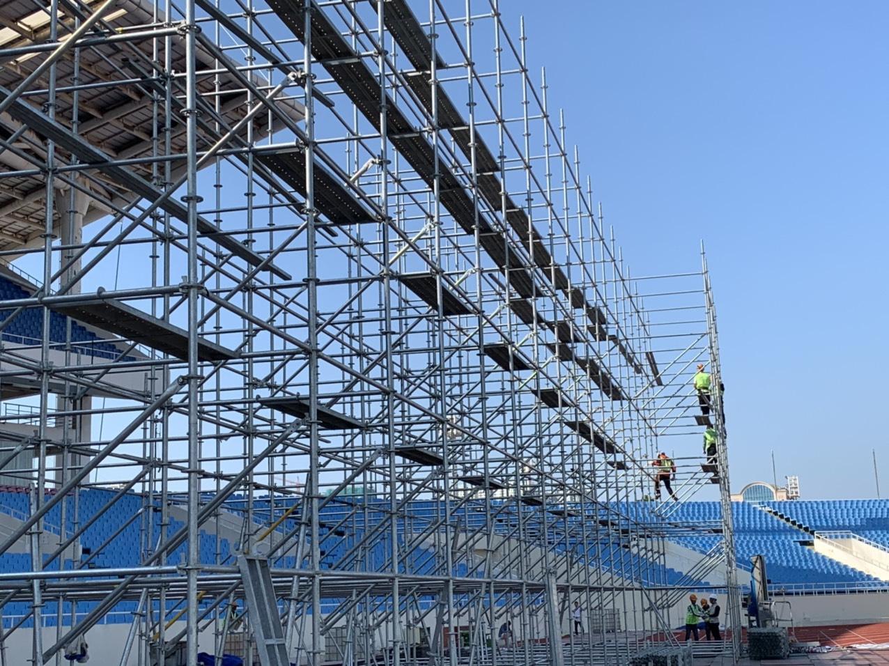 Huy động hơn 100 tấn thiết bị và 100 nhân công để dựng sân khấu siêu hoành tráng FWD Music Fest - Ảnh 6.