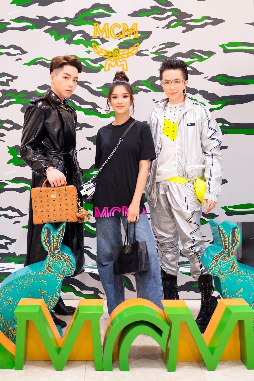 """Gil Lê, Hoàng Yến Chibi, Đức Phúc, Emma Lê """"cực chất"""" mừng MCM ra mắt BST Thu Đông tại Takashimaya - Ảnh 1."""