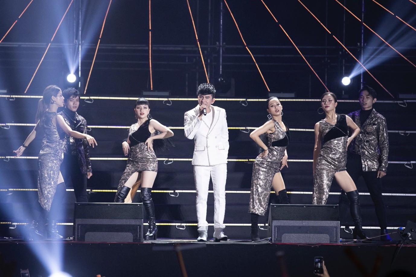 Sơn Tùng M-TP, Đen Vâu, Tóc Tiên, Hồ Ngọc Hà… mang đến quá nhiều màn trình diễn đỉnh cao tại FWD Music Fest - Ảnh 8.