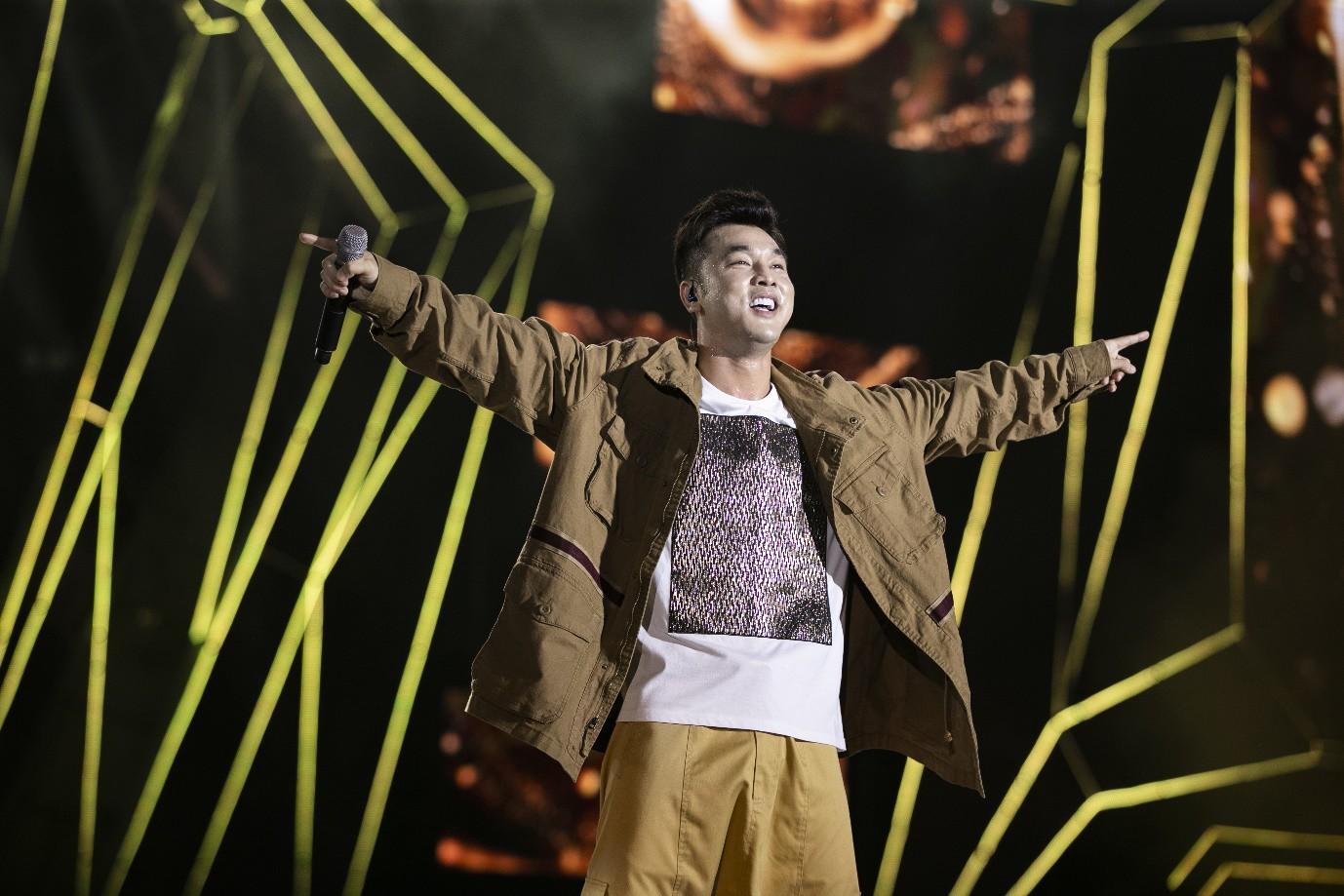 Sơn Tùng M-TP, Đen Vâu, Tóc Tiên, Hồ Ngọc Hà… mang đến quá nhiều màn trình diễn đỉnh cao tại FWD Music Fest - Ảnh 9.