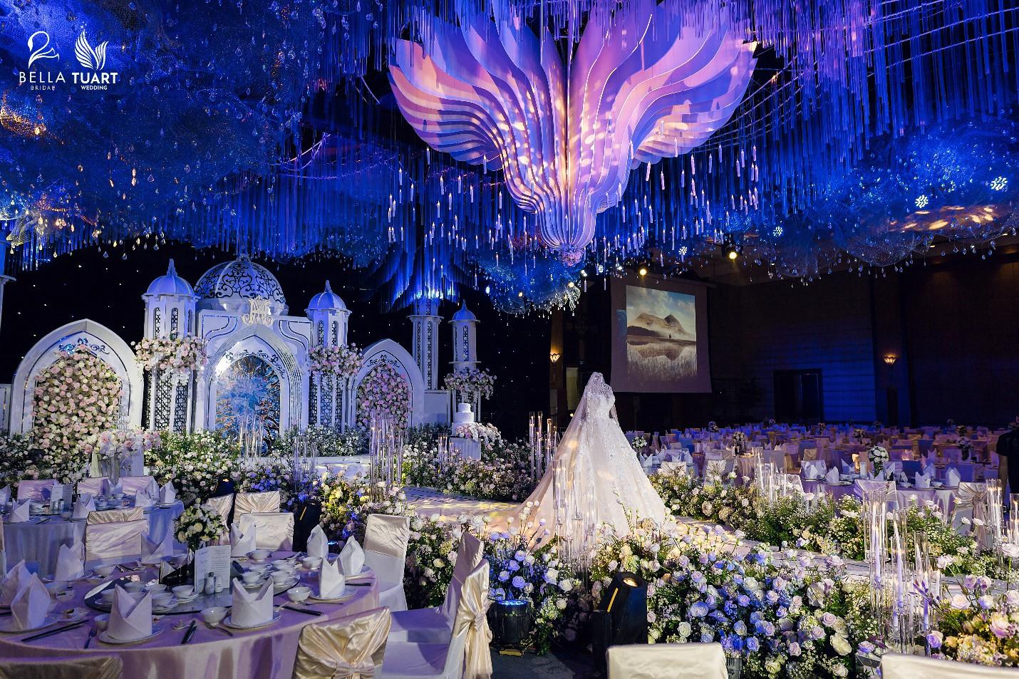 Chiêm ngưỡng bộ ba váy cưới đính kim cương trong đám cưới của nữ giảng viên Âu Hà My - Ảnh 2.