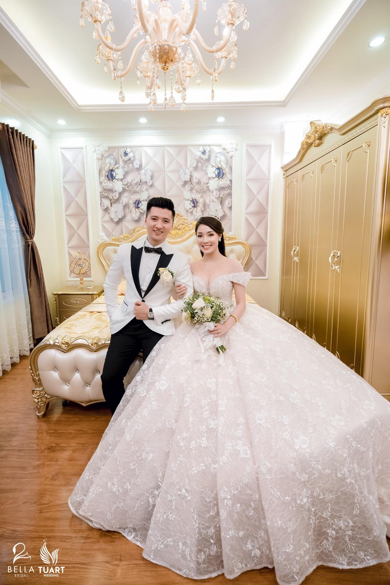 Chiêm ngưỡng bộ ba váy cưới đính kim cương trong đám cưới của nữ giảng viên Âu Hà My - Ảnh 3.