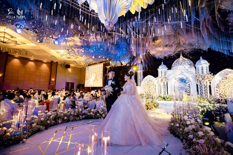 Chiêm ngưỡng bộ ba váy cưới đính kim cương trong đám cưới của nữ giảng viên Âu Hà My - Ảnh 5.