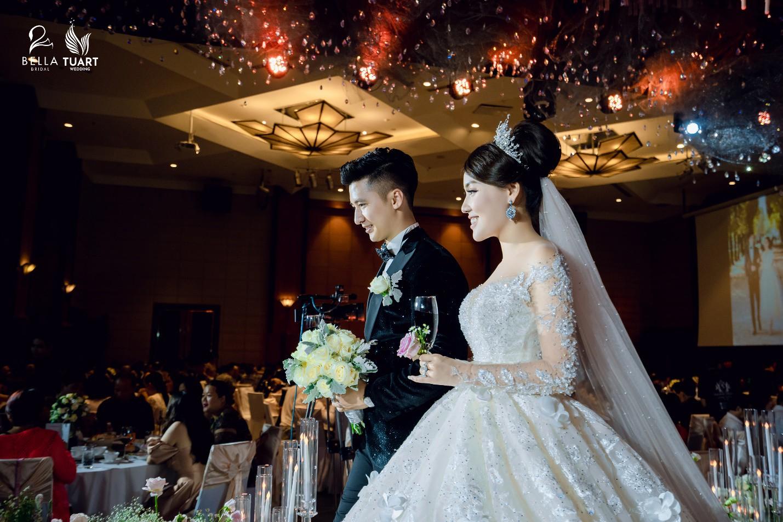Chiêm ngưỡng bộ ba váy cưới đính kim cương trong đám cưới của nữ giảng viên Âu Hà My - Ảnh 6.