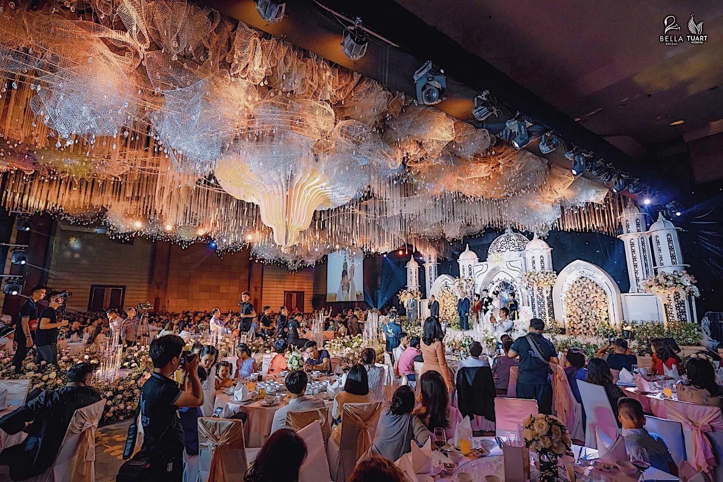 Chiêm ngưỡng bộ ba váy cưới đính kim cương trong đám cưới của nữ giảng viên Âu Hà My - Ảnh 7.