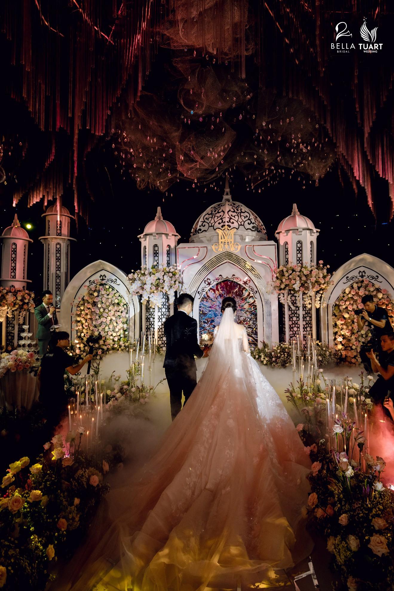 Chiêm ngưỡng bộ ba váy cưới đính kim cương trong đám cưới của nữ giảng viên Âu Hà My - Ảnh 8.