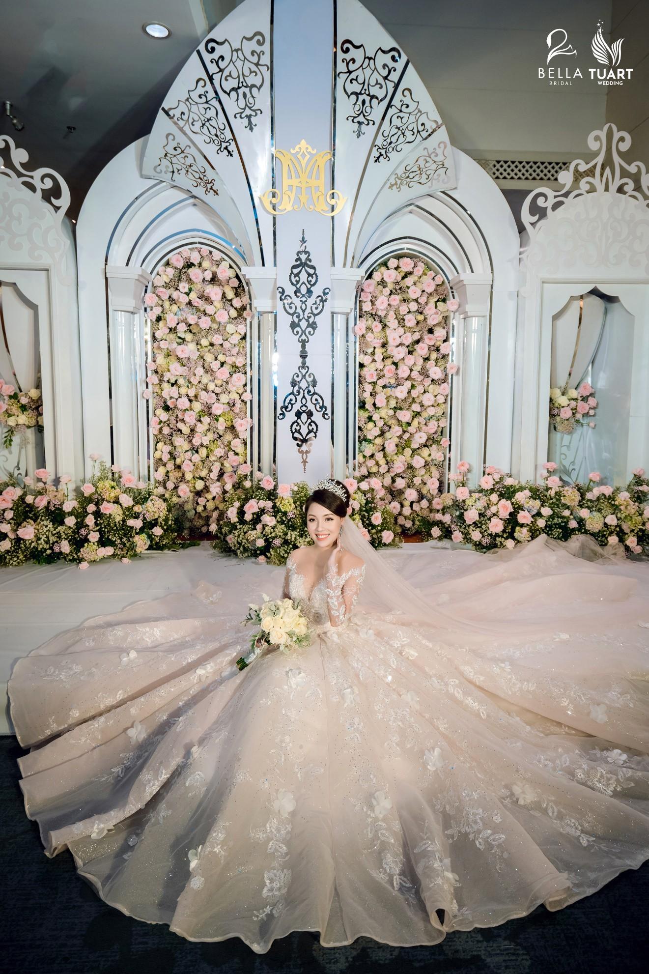 Chiêm ngưỡng bộ ba váy cưới đính kim cương trong đám cưới của nữ giảng viên Âu Hà My - Ảnh 10.
