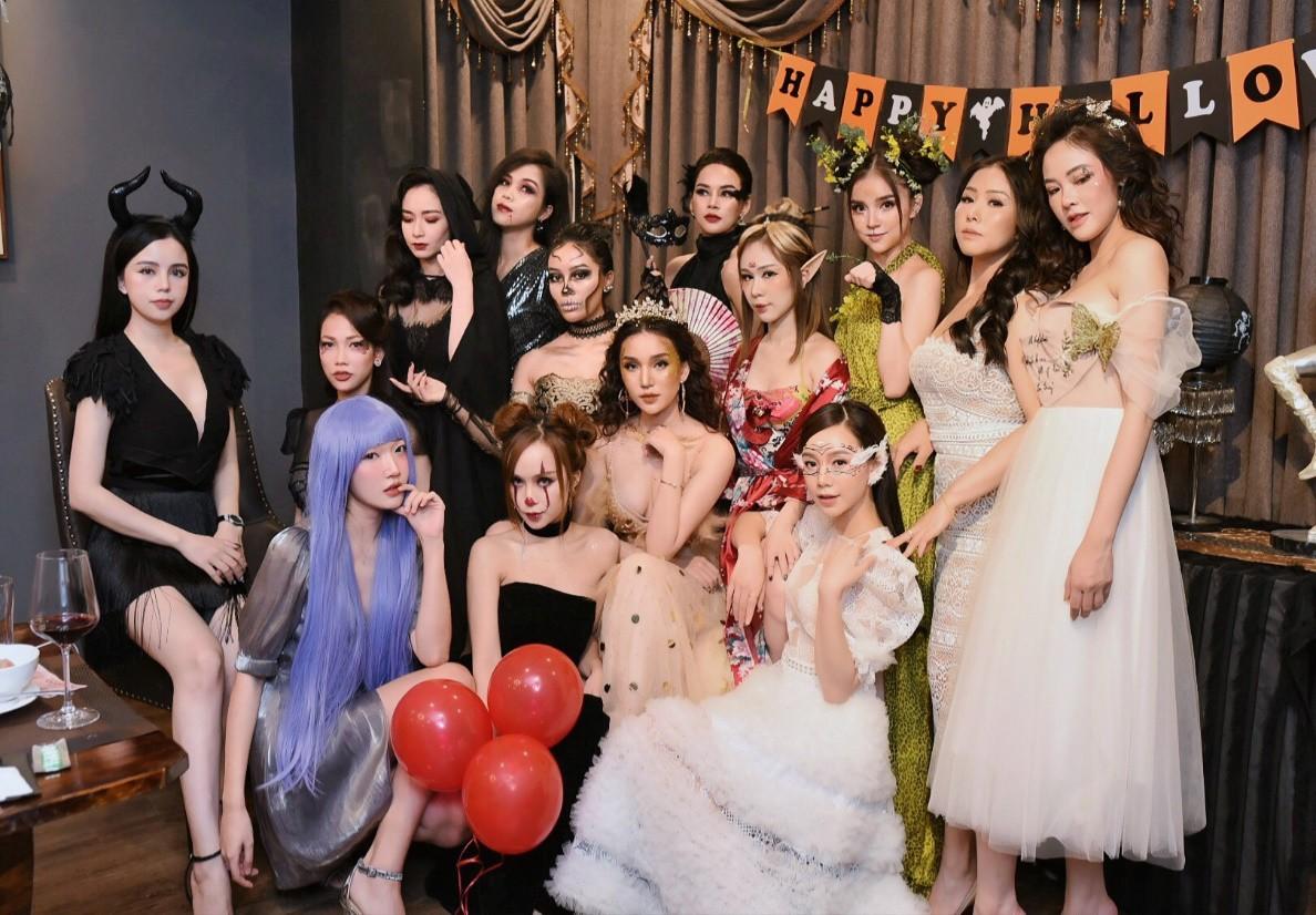 Hội chị em của Quỳnh Kool khiến cộng đồng mạng đứng ngồi không yên với tiệc Halloween quá chất - Ảnh 1.
